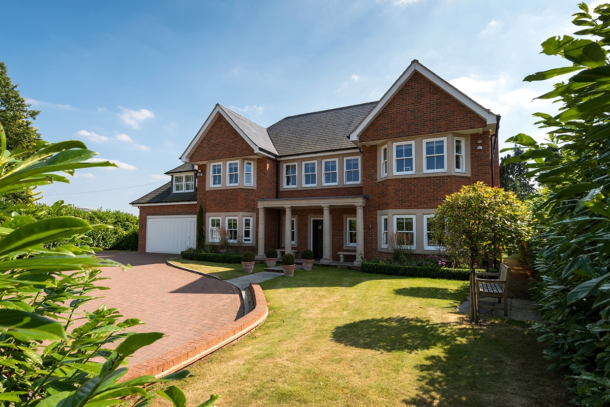 6 bedroom detached home