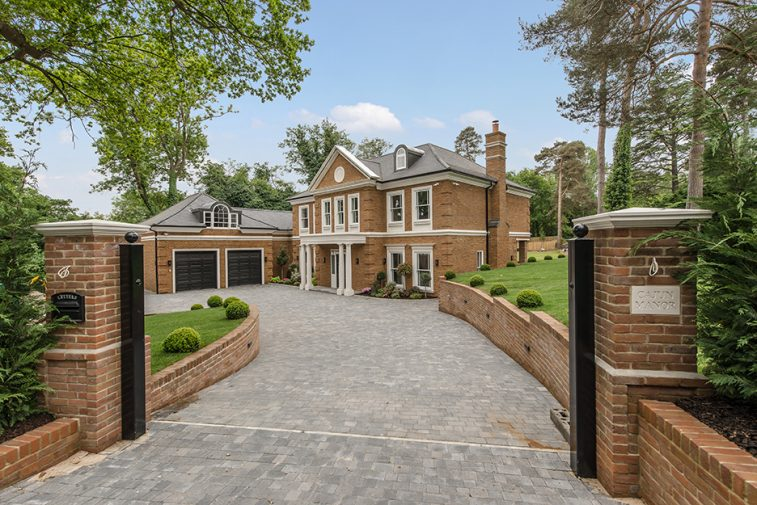 6 bedroom detached home The Spinney, Oxshott