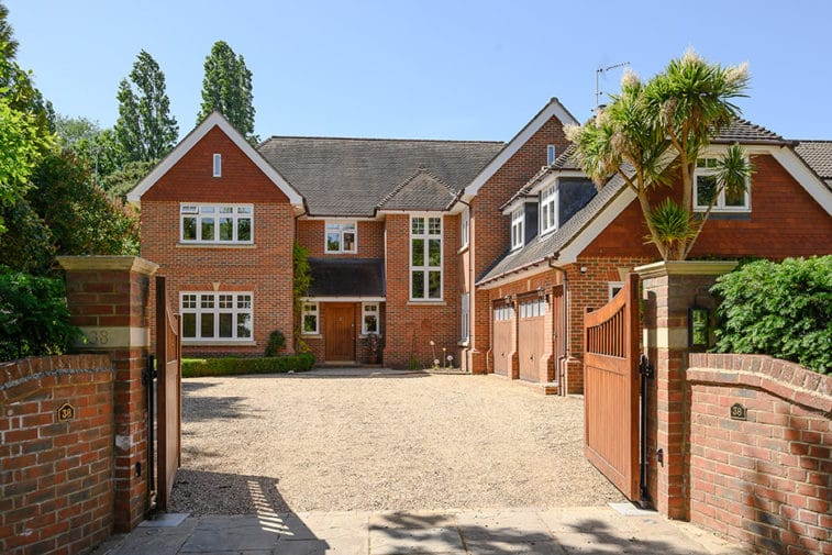 5 bedroom detached house for sale – Claygate