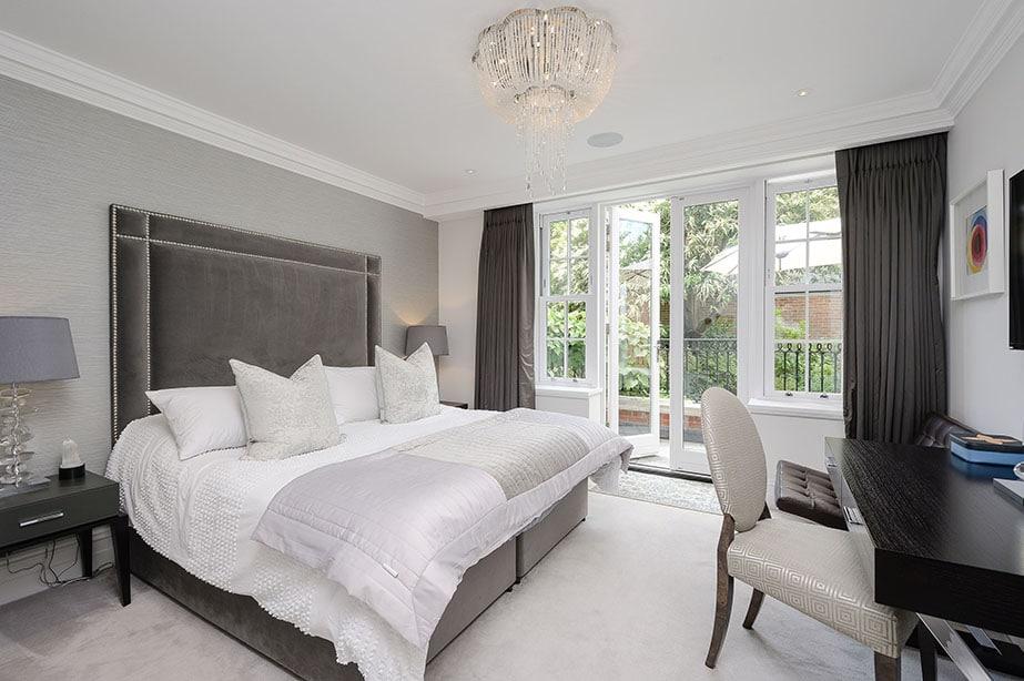 2 Bedrooms - First Floor Apartment, Leatherhead Road, Oxshott